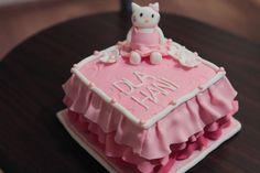 Litte Hello Kitty Cake.