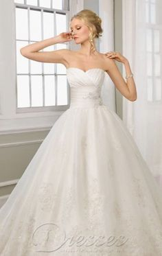 Simple Ball Gown Floor-length Sweetheart White Lace Dress