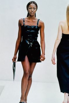 See the complete Prada Spring 1993 Ready-to-Wear collection.Model: Naomi Campbell