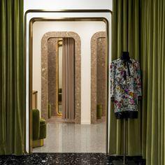 KaDaWe department store in Berlin Vitrine, Espace, Chambres Parentales,  Mobilier De Salon, 7481219057e0