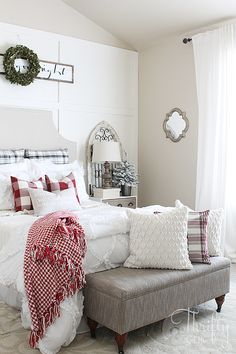 Farmhouse and cottage Christmas decor and decorating ideas for the bedroom