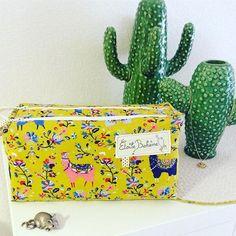 Et hop,enfin les vacances :alors un peu de couture avec les jolis @patrons_sacotin ,voici donc la #troussezipzip #sacotin #mondialtissus #trousse#couture #jecoudsdoncjesuis #creation #creative #handmade #lama #cactus #serax