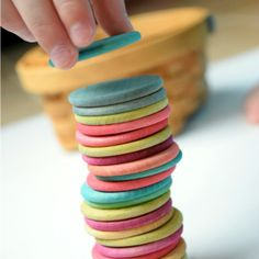 Beautiful dyed colored discs for toddlers, preschoolers, or elementary children. Great as a math manipulative or as an imagination prop. Beautiful natural homemade toy, perfect for Waldorf or Montessori methods. Homemade Toys, Homemade Gifts, Diy Gifts, Mummy Crafts, Easy Crafts, Diy Waldorf Toys, Toddler Toys, Baby Toys, Creation Crafts