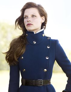 Gucci Cashmere Coat Linea Pelle Belt Photography by Richard Phibbs Military Inspired Fashion, Military Fashion, Military Style, Military Coats, Navy Military, Military Jacket, Mode Costume, Outfits Damen, Equestrian Style