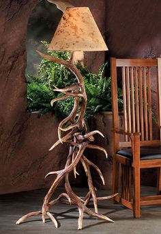 This floor lamp will be a focal point in any cabin, lodge, vacation home, rustic den, or game room. These antlers are injection molded from authentic antlers and are so realistic even the most experie Antler Lamp, Antler Chandelier, Antler Lights, Unique Floor Lamps, Cool Lamps, Rustic Lamps, Rustic Lighting, Cabin Lighting, Ski Lodge Decor