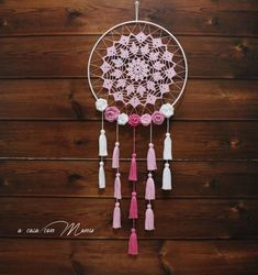 Pink dream catcher with roses Dream Catcher Decor, Dream Catcher White, Dream Catcher Boho, Lace Doilies, Crochet Doilies, Hand Crochet, Diy Trend, Crochet Decoration, Crochet Projects