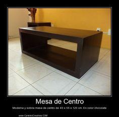 Moderna y sobria mesa de centro de 40 x 55 x 120 cm. En color chocolate.