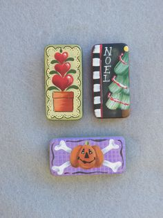 Domino Pin Packet Line Painted Bricks Crafts, Brick Crafts, Painted Pavers, Tile Crafts, Painted Rocks, Domino Crafts, Domino Art, Halloween Crafts, Christmas Crafts