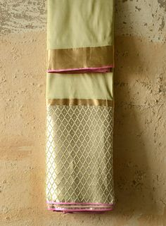 Each Resha has uniqueness with its own beauty and imperfections. Indian Bridal Lehenga, Indian Sarees, Ethnic Sarees, Traditional Sarees, Traditional Fashion, Soft Silk Sarees, Cotton Saree, Indian Attire, Indian Ethnic Wear