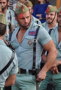 スペイン外国人部隊の制服。これぞ「Dressed to kill」。フェロモンで敵を殲滅するんですね。