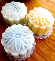 snowskin mooncakes with homemade filling o (◡‿◡✿) – Victoria Bakes Kinds Of Desserts, Just Desserts, Mooncake Recipe, Cake Festival, Cake Packaging, Custard Filling, Cake Fillings, Sweet Pastries, Pastry Shop