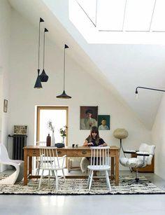 Decora tu salón con tonos blancos y negros y originales elementos. Visita nuestra web y descubre nuestras fotografías: http://www.yellowtomate.com/
