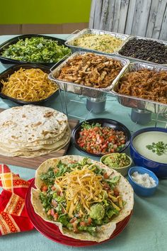 4 tips for a DIY taco bar d e l i c i o u s- 4 tips for a DIY taco bar . - 4 tips for a DIY taco bar d e l i c i o u s – 4 tips for a DIY taco bar d e l i c i o u s – bi - Party Food Bars, Bar Food, Food For Party Buffet, Birthday Party Food For Kids, Teen Party Food, Wedding Buffet Food, Wedding Reception Food, Taco Party Bars, Superbowl Party Food Ideas