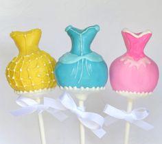 Cake pops elegantes para una fiesta princesa, via blog.fiestafacil.com / Elegante cake pops for a princess party, via blog.fiestafacil.com