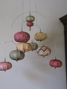 Paper Art, Paper Crafts, Diy Crafts, Arts And Crafts Projects, Projects To Try, Coordination Des Couleurs, Mobiles, Hanging Mobile, Hanging Art