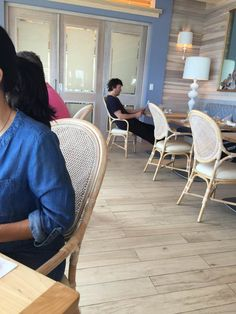 Thanks Julie Stovroff Guess who I had breakfast with...Keanu reeves....from two…