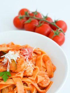 échalote, scampi, concentré de tomate, crème liquide, ail, persil, poivre de cayenne, vin blanc, tagliatelle fraîche