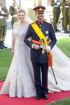 Prince Guillaume of Luxembourg and Stephanie de Lannoy wedding. I saw the wedding dress when I toured the Grand Ducal Palace in Luxembourg City! Royal Wedding Gowns, Royal Weddings, Wedding Bride, Wedding Dresses, Classic Weddings, Style Royal, Estilo Real, Elie Saab Couture, Princess Stephanie