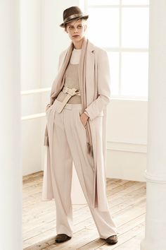 The complete Max Mara Pre-Fall 2019 fashion show now on Vogue Runway. Max Mara, Modest Fashion, Fashion Outfits, Womens Fashion, Fashion Sale, Vogue Fashion, Fall Fashion Trends, Fashion Images, Fashion Show Collection
