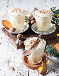 Qui dit repas de Noël, dit aussi cocktails et boissons de saison. Et oui, un Noël sans apéritif de fêtes, ce n'est pas totalement Noël. En manque d'idée ? Pas de panique, on a sélectionné pour vous une série de boissons festives, traditionnellement préparées aux quatre coins du monde. Tamarin, Drinks, Cocktails, Totalement, Latte, Panna Cotta, Oui, Cooking, Ethnic Recipes