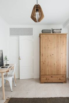 Bedroom workspace and wooden wardrobe Más Office Furniture Design, Home Office Decor, Home Decor Bedroom, Furniture Nyc, Furniture Websites, Luxury Furniture, Office Ideas, Apartment Renovation, Apartment Interior Design