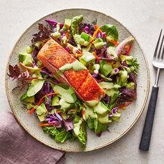 Easy Summer Salads, Summer Salad Recipes, Spring Recipes, Salmon Avocado, Avocado Salad, Seafood Recipes, Dinner Recipes, Dinner Ideas, Salmon Recipes