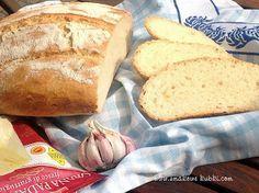 Chleb pszenny czosnkowo serowy