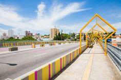 Zoom + Thaísa Fróes constroem instalação urbana sobre viaduto em Jundiaí