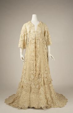 Afternoon dress Date: ca. 1905 Culture: American Medium: cotton Accession Number: 1980.436a, b