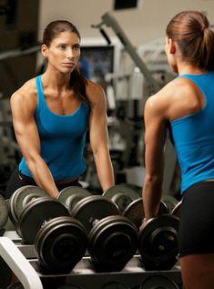 En este artículo me gustaría compartir varios puntos o mitos relacionados con el entrenamiento con pesas y culturismo femenino.