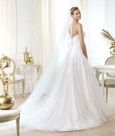 A Pronovias apresenta o vestido de noiva Laurelin. Glamour 2014. | Pronovias