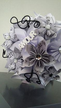 """Bouquet de fleurs en origami et lin """" sur le thème de la musique """" : Autres papeterie par stefebricole"""