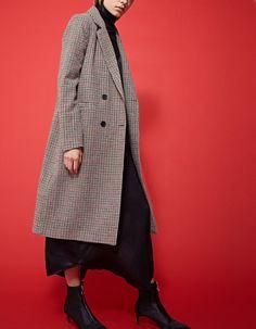 Длинное пальто с узором «гусиная лапка» - НОВИНКИ | Stradivarius Россия