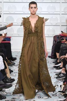 Schiaparelli - Haute Couture Spring Summer 2016 - Shows - Vogue. Fall Fashion 2016, Runway Fashion, High Fashion, Fashion Show, Autumn Fashion, Fashion Design, Uk Fashion, Paris Fashion, Fashion Outfits