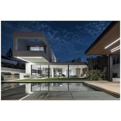 Architecture: @arstudio_arnon_nir_arch @yeshayashor #architecturephotography #architecture #architecturedesign #architecturelover #amitgeronphotographer#archilovers #amitgeronphotographer#building #skyline #telaviv #interiordesign #interiordetails#international #design#costline #israel