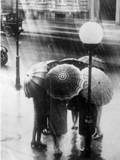 A group of women stand underneath umbrellas in the London rain, 1928 / ©general photographic agency/ getty images Rain Umbrella, Under My Umbrella, Walking In The Rain, Singing In The Rain, Rainy Night, Rainy Days, Vintage Photography, Street Photography, Urban Photography