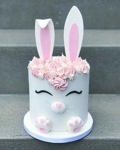 Easter cakes that spell out deliciousness & cuteness in the most egg-tastic way – Hike n Dip Bunny Birthday Cake, Easter Bunny Cake, Bunny Party, Easter Treats, Bunny Cakes, Birthday Cakes For Girls, Teen Birthday, Baby Ballon, Rabbit Cake