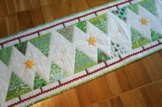 Mod-Xmas-Runner 2012 by Sy-elsk-lev. Christmas Tree Quilt, Christmas Patchwork, Christmas Runner, Christmas Sewing, Christmas Projects, Christmas Quilting, Christmas Tables, Christmas Ornament, Christmas Diy