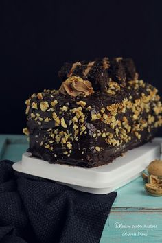 Cake with chocolate, nuts and caramel Romanian Desserts, Romanian Food, Caramel, Deserts, Goodies, Cooking Recipes, Sweets, Baking, Breakfast