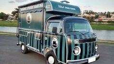 Divulgação - Os sócios Graziella Croce e Francisco Nascimento investiram R$ 60 mil no Mister J Food Truck, especializado em hambúrguer suíno.