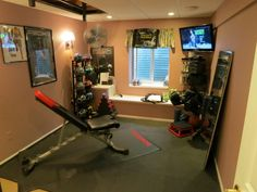 ClippingBook - Set Up An At Home Gym, how to build a gym at home, what do you need for an at home gym, weights, gym equipment Home Gyms http://amzn.to/2l56zQc