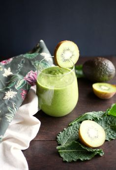 Kale & Kiwi Supercharged Smoothie // NITK Wellness Program January Promo via Nutritionist in the Kitch