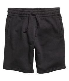 Knee-length shorts in sweatshirt fabric with elasticized drawstring waistband. Side pockets and one back pocket. Jogger Shorts, Sport Shorts, Men Shorts, Outfits Hombre, Boy Outfits, Suits And Sneakers, Short Niña, Boys Designer Clothes, Divas