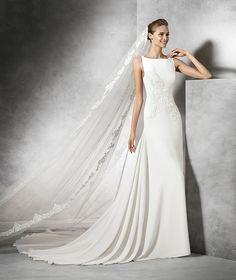 Tori, vestido de novia original con escote barco