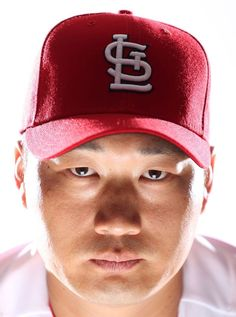 The Cardinals' players, coaches and prospects are in camp, and posing for their portraits. Pro Baseball, Baseball 2016, Baseball Stuff, St Louis Cardinals Baseball, Stl Cardinals, Cardinals Players, The St, Seung Hwan, Bird Feeder