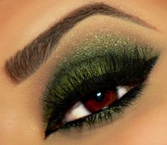 Green eye makeup #eyeshadow #smoky #smokey #eye #makeup #eyes #dark #dramatic
