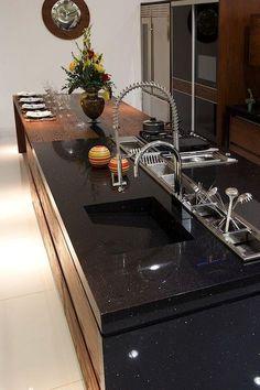 Bancada Silestone Negro Stellar na cozinha