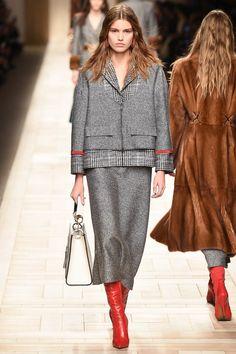 Fendi Fall 2017 Ready-to-Wear Fashion Show - Luna Bijl Fashion Moda, Fashion 2018, Fashion Week, Modest Fashion, Love Fashion, Runway Fashion, Fashion Show, Fashion Looks, Womens Fashion