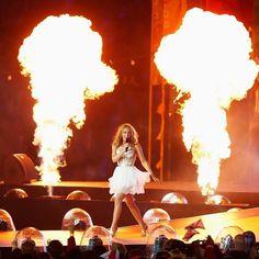 Kylie Headlines Commonwealth Games