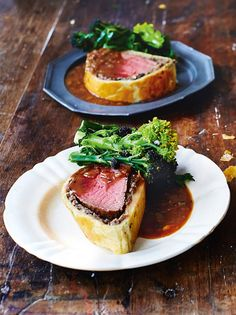 With Madeira gravy This is one of those ultimate blowout dishes that hits the right spot several times in one meal recipes dinner main courses jamie oliver Epic beef Wellington recipe Best Beef Wellington Recipe, Veggie Wellington, Pork Wellington, Beef Recipes, Cooking Recipes, Sirloin Recipes, Diner Recipes, Chicken Livers, Favorite Recipes